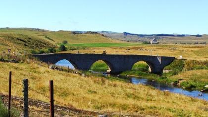 antike Brücke über Ruisseau de la Bèssière