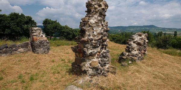 A kisfaludi templomrom még álló falrészletei