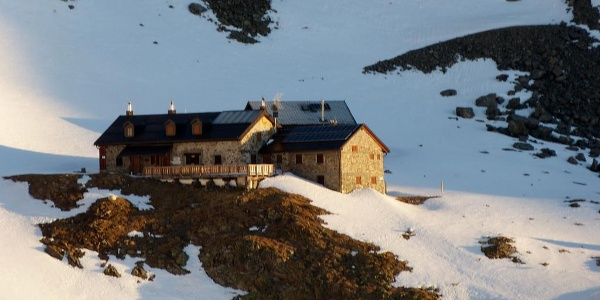 Die Kaunergrathütte - toller Stützpunkt mit sehr sauberem und mit genügend Decken ausgestattetem Winterraum.