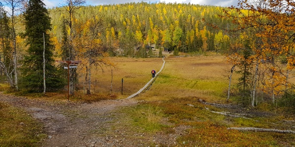 Kolmentunturinjänkkä wetland and Kotamaja Wilderness Cafe on the other side