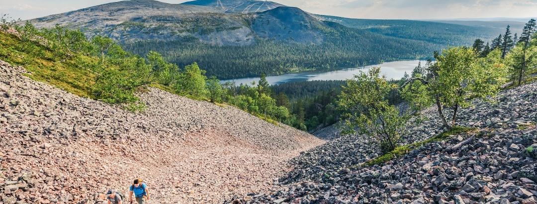Pirunkurun ponnistus kapuaa Kesänkijärveltä suorinta tietä Kesänkitunturin huipulle avariin tunturimaisemiin.