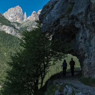 Lungo il sentiero Pradel - rifugio Croz dell'Altissimo