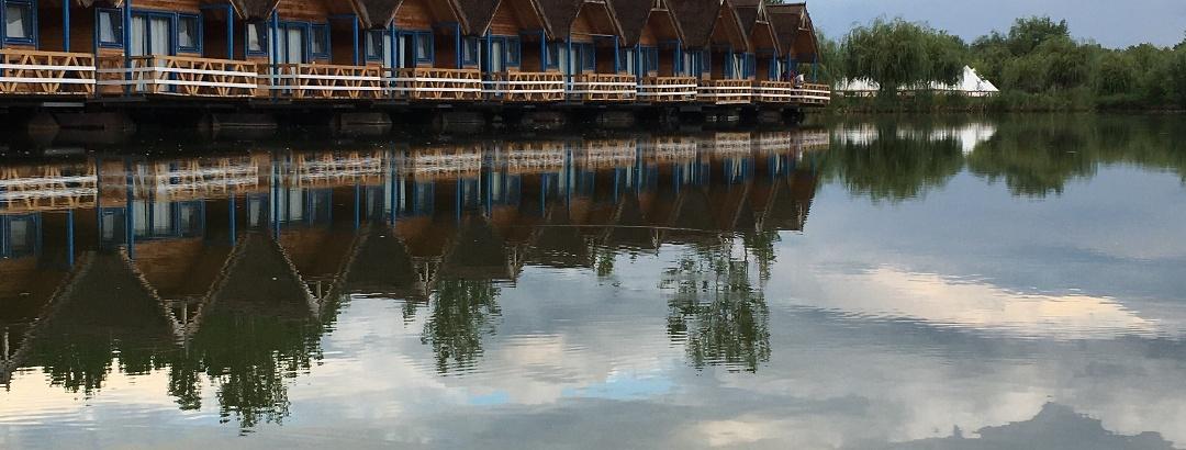 Căsuțe plutitoare cu ponton
