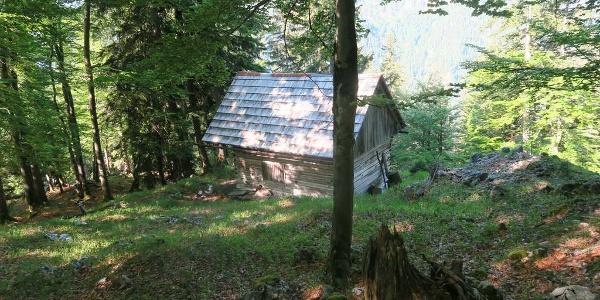 Zur Löckerkogeljagdhütte muss man nicht gehen, weil da verliert man wieder ein paar Höhenmeter. Ich schaute trotzdem kurz vorbei