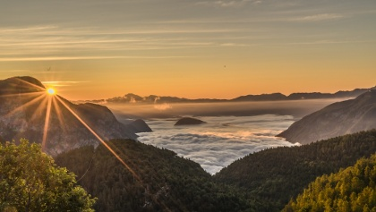 Sunrise from Komna Hut