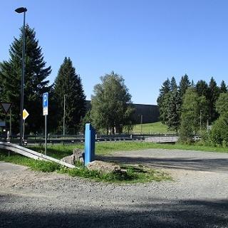 gebührenpflichtiger Parkplatz 2 am Badeteich Muldenberg