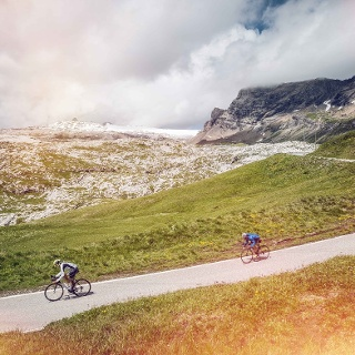 Cyclists, Sanetsch pass
