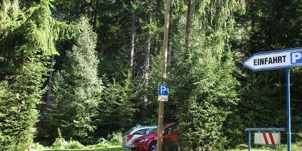 Talsperre Falkenstein gebührenpflichtiger, geräumiger Parkplatz unterhalb Staumauer