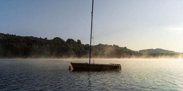 Boot auf dem Kronenburger See