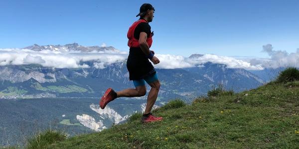 Kurz vor der Dutjer Alp. Trailrunning hoch über der Rheinschlucht