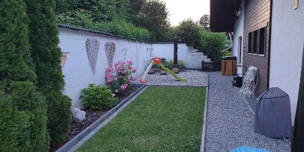 Garten mit Außendusche (Sauna geplant Ende 20)