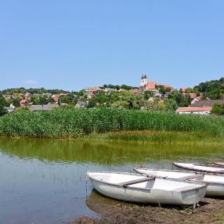 Csónakok a tihanyi Belső-tó partján