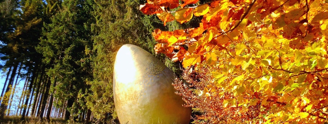Goldenes Ei im Herbst