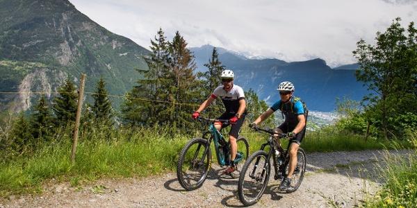 Cyclistes sur le tour du Val du Trient