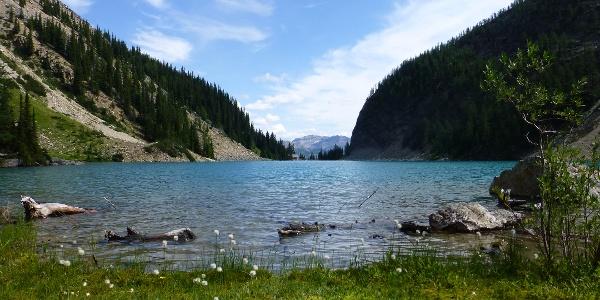 Lake Agnes mit Teahouse im Hintergrund.