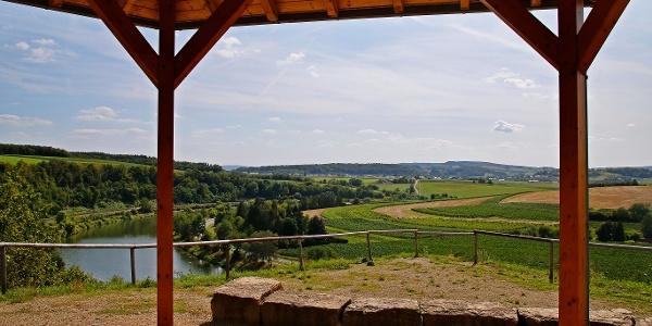 Hütte und Aussichtspunkt auf dem Seitensprung Wehrer Rosenberg