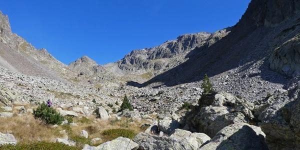 Karlandschaft mit dem Gipfel der Cima di Mercantour links hinten
