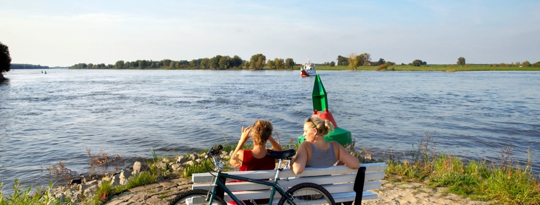 Personen am Wasser in Hitzacker