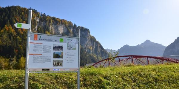 Kulturweg Unteriberg, Schautafel 1, mit rotem Steg