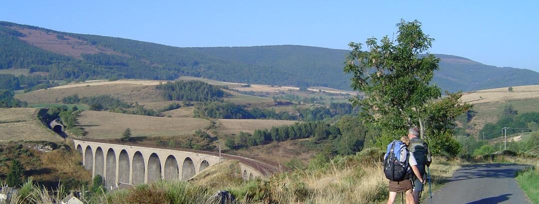 Auf dem Stevenson Trail beim Viadukt Mirandol
