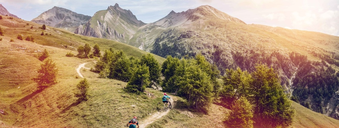 Mountain bikers on the Torrenttrail at the beginning of the route