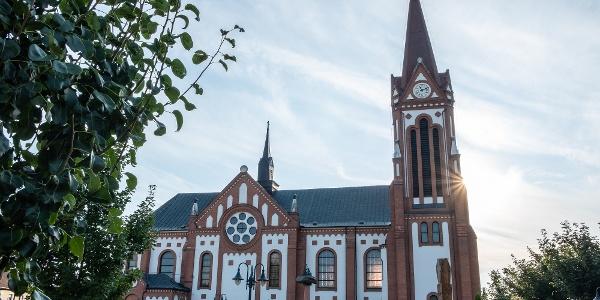 A római katolikus templom romantikus stílusú épülete