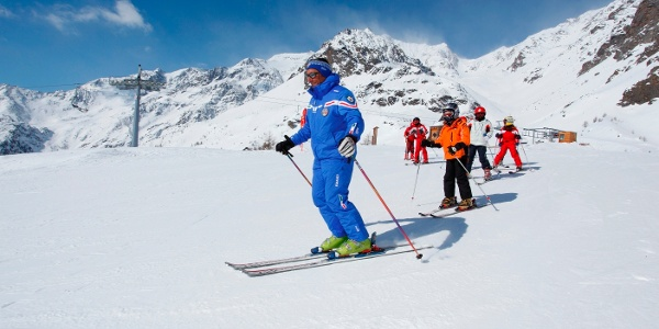Ski schools managed by professional instructors