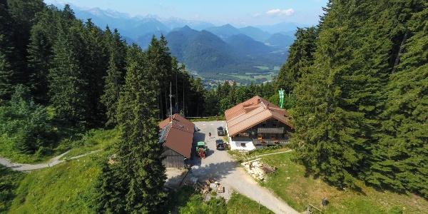 Blick auf die Lenggrieser Hütte von oben