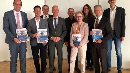 Stellen gemeinsam die neue Tourismusstrategie 2019+ vor