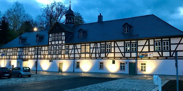 Wanderparkplatz am Herrenhof mit e-Ladestation für PKW
