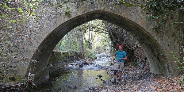 Die zweite mittelalterliche Brücke unterhalb des Ortes Treis Elies