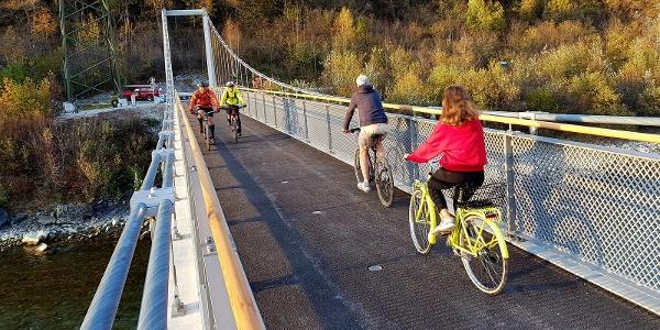 Neue Pardislabrücke über den Rhein auf dem Veloweg Haldenstein-Chur