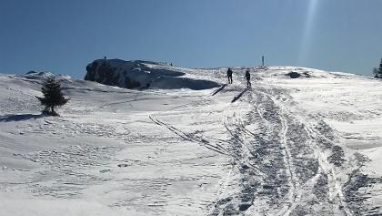 Die letzten Schritte bis zum Gipfel - Mit seinen 2.115 Metern thront der Roen als höchste Erhebung des Mendelkammes und atemberaubender Aussichtsberg über dem Südtiroler Unterland