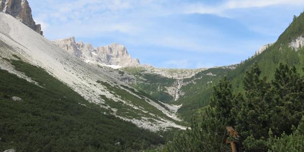 Durch das Altensteiner Tal geht es hinauf zur Dreizinnenhütte