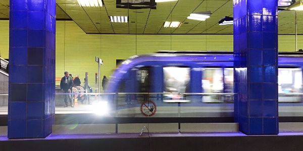 U-Bahn Münchner Freiheit: Design von Ingo Maurer