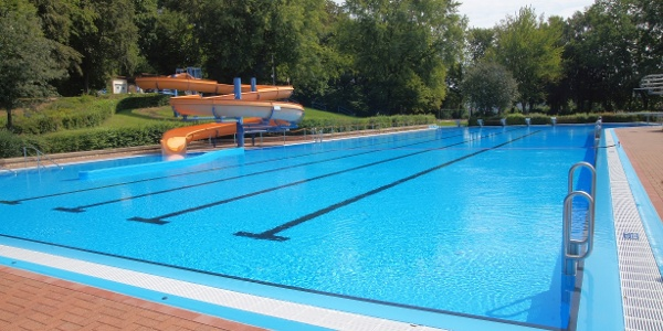 Waldschwimmbad Lamspringe mit 50 m Becken und Erlebnisrutsche