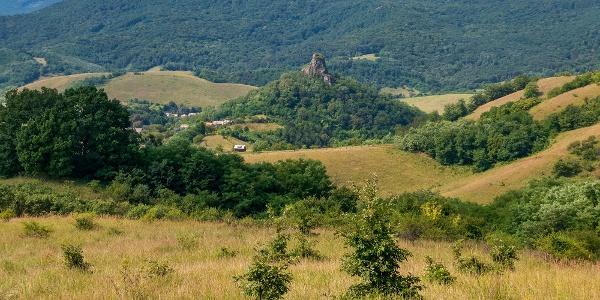 Kilátás Ajnácskő és a Pogányvár felé a Zaboda-kő felől