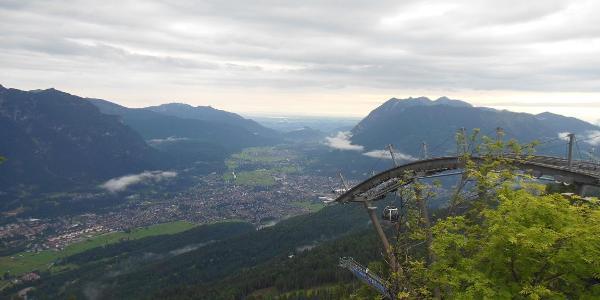 Kreuzeckbahn mit Blick auf Garmisch