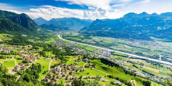 Blick von Masescha auf Triesenberg und das Rheintal