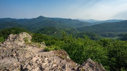 A Kemence-völgy a Csattantyús-hegy alatt (Kerek-kő)