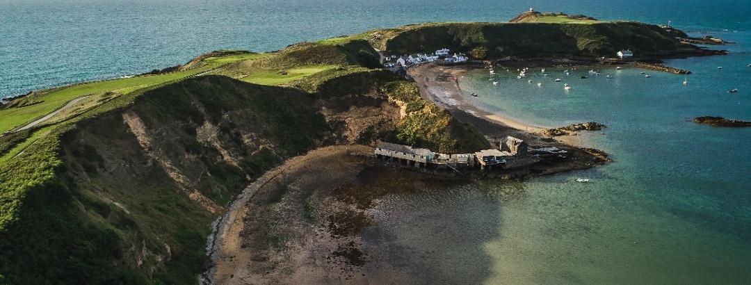 Das winzige Küstendorf Porthdinllaen auf der Halbinsel Llŷn