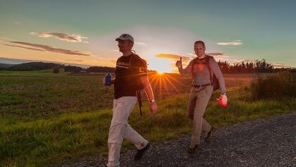 Sonnenuntergang und Übergang in die Nacht - 24-Stunden Wanderabenteuer Edersee