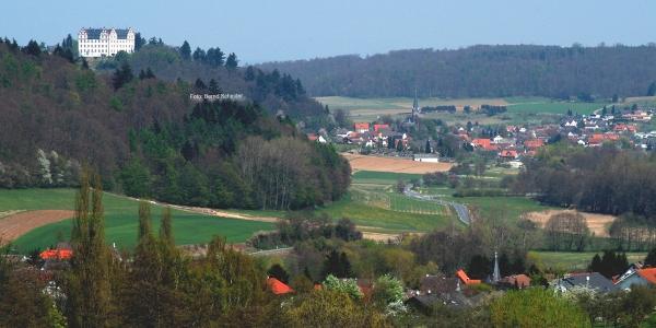 Das Fischbachtal mit Schloss Lichtenberg