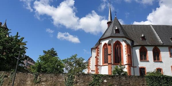 St. Nikolaus Stift - Blick vom Moselufer
