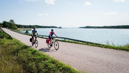 Cycling along the Archipelago Trail