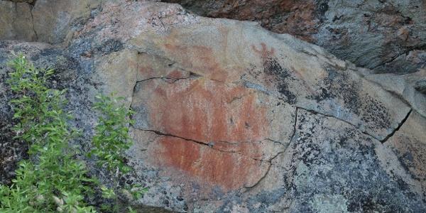 Kolmiköytinen rock painting