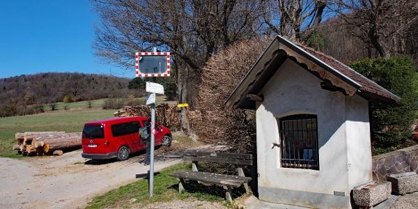 Untermeierhof. Rechts nach Alland, links nach Groisbach