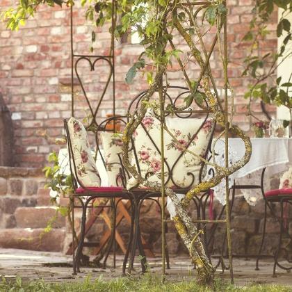 Rosenpergola im Märchengarten vom  alten Backhaus