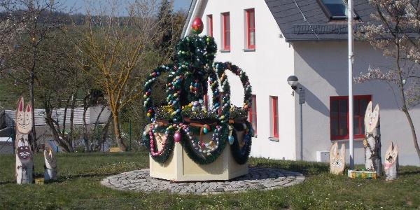 Osterkrone mit Holzhasen in Mohlsdorf
