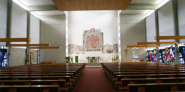 Katholische Pfarrkirche Heiliger Christoph mit angebautem Pfarrheim
